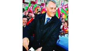 Cavaco poupa 850 mil euros ao Estado