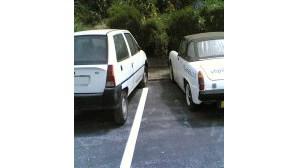 Carros abandonados ocupam espaço para estacionar em Lagos