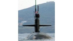 Submarino nuclear choca com petroleiro