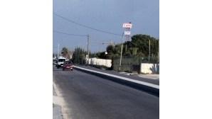 Separador central em estrada no Porto Alto é alvo de críticas