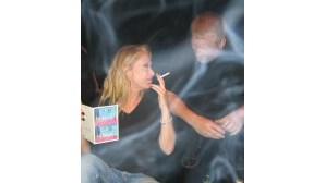 Mães influenciam filhos a fumar