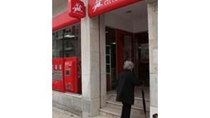 Falta rampa de acesso na nova estação dos CTT em Mem Martins