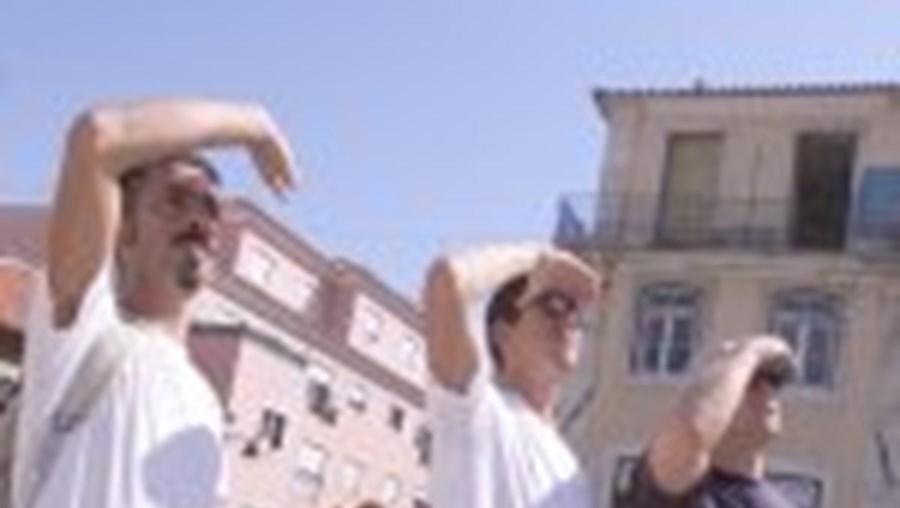 Três participantes no flash mob que teve alterações no próprio dia