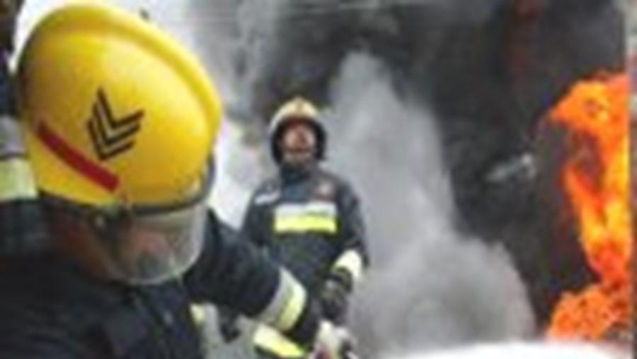 O fogo no terminal do porto de Leixões só ficou extinto na madrugada de ontem