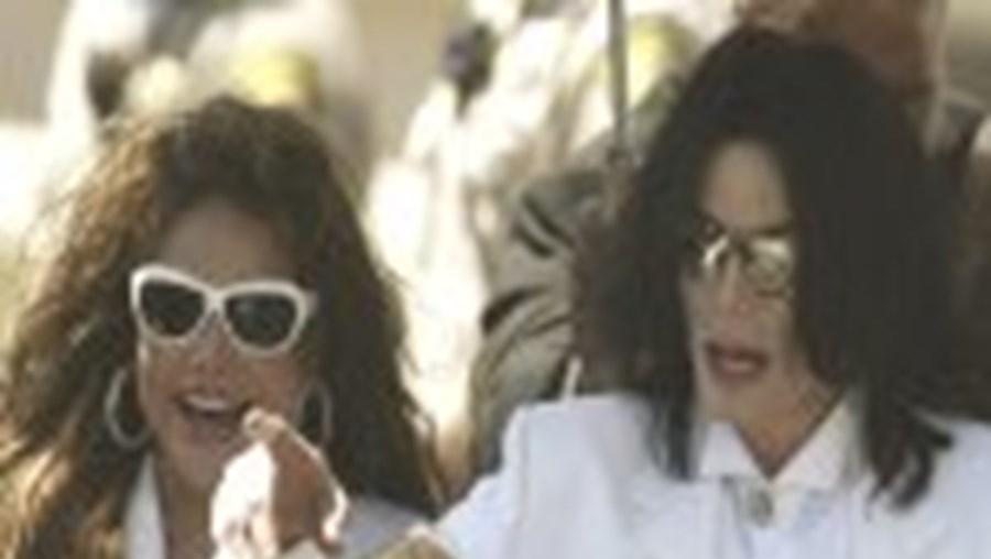 Michael Jackson está em maus lençóis