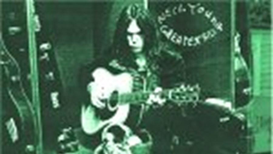 Neil Young, o 'padrinho do grunge', tem finalmente editada a sua primeira compilação de êxitos