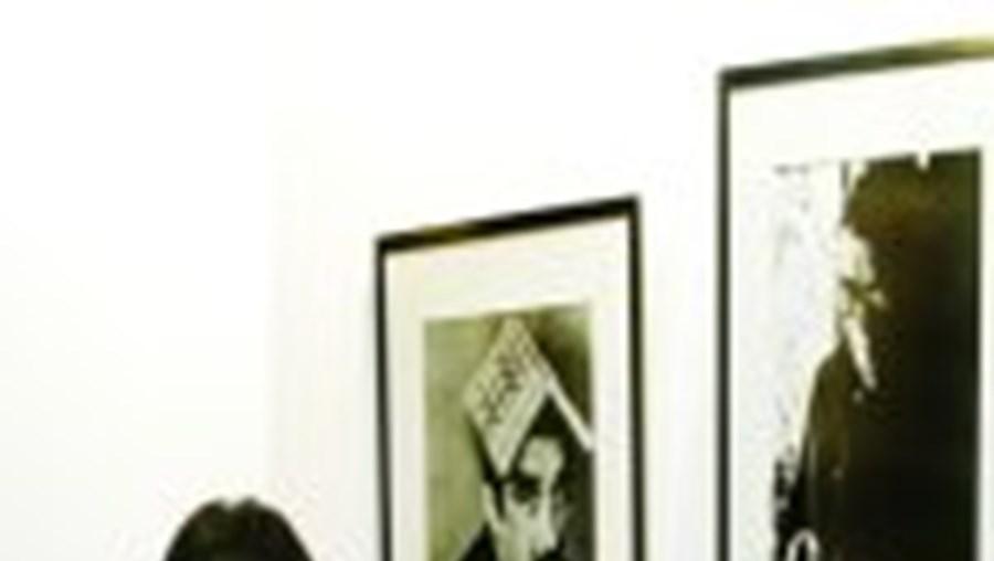 A exposição é composta por cerca de 70 fotografias