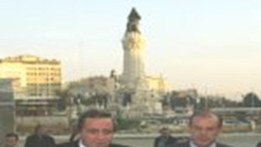 Carmona Rodrigues (à direita) saudou o recomeço das obras