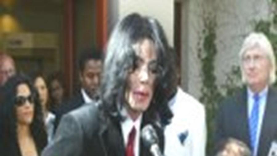 Michael Jackson continua a alegar inocência