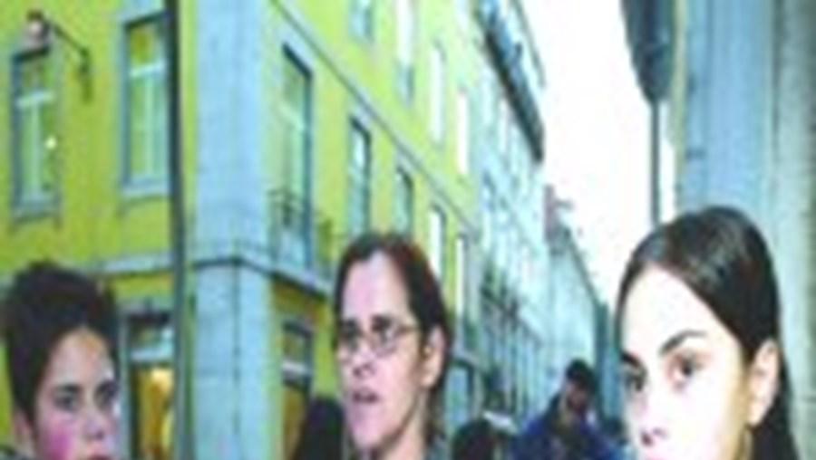 Na origem da morte de Artur Ferreira terão estado ciúmes da sua relação de amizade com Rita (à direita), a ex-companheira do alegado homicida. A mãe e a irmã (à esquerda) estão estupefactas com a detenção de João