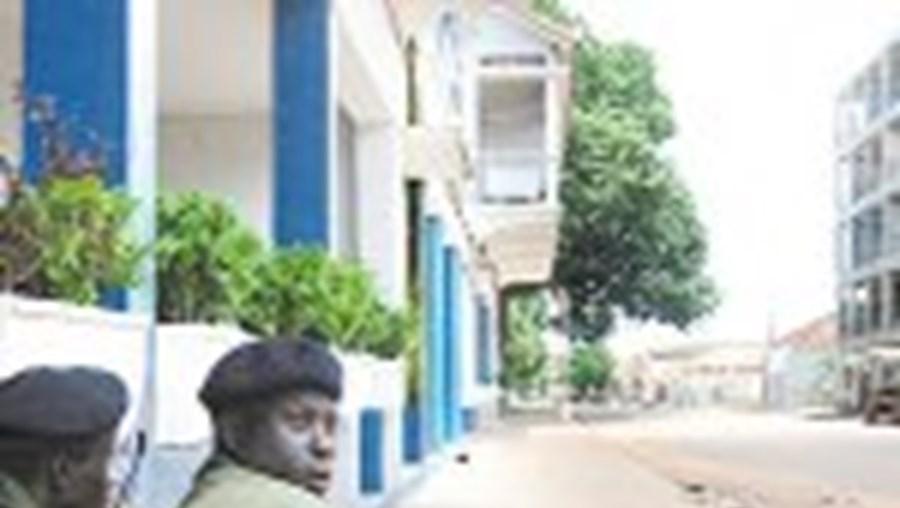 Militares guineenses controlam as ruas de Bissau. Mas a vida corre normalmente