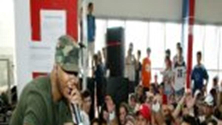 Os alunos da escola Secundária de Santo André deram largas à sua euforia durante a actuação de Boss AC