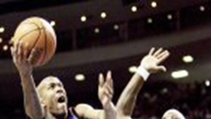 Ben Wallace trava Stephon Marbury: os Pistons estão imparáveis