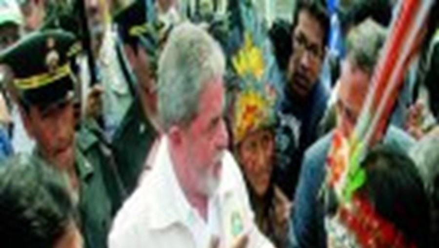 Lula da Silva (na foto aquando da recente visita ao Peru) tem o seu partido completamente dividido