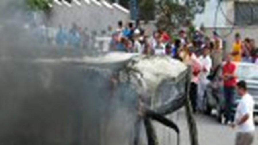 Pelo menos 80 autocarros foram incendiados