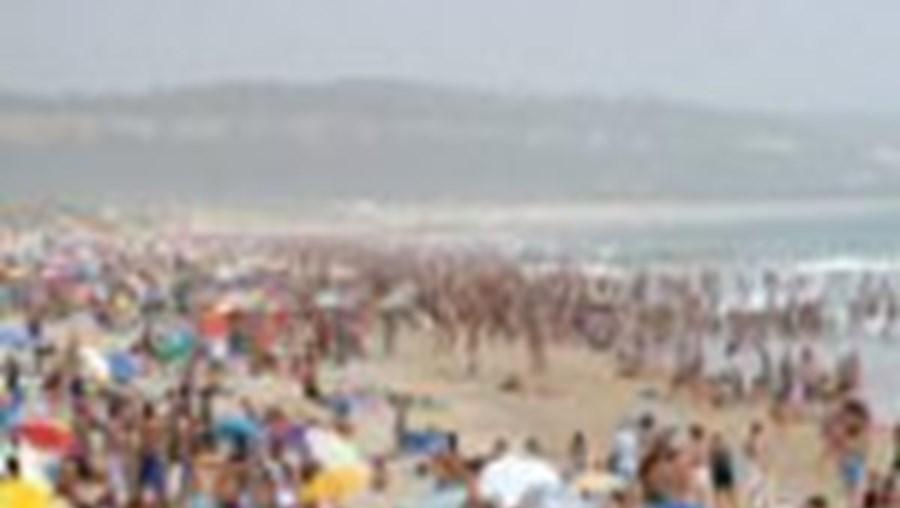 Milhares foram para a Costa de Caparica onde a temperatura máxima foi 35,6 graus
