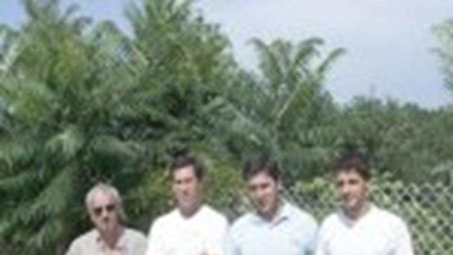 Da esq. para a dir.: José Carlos Ribeiro (ex-comandante), Carlos e Júlio Macieira e Hélder Martins