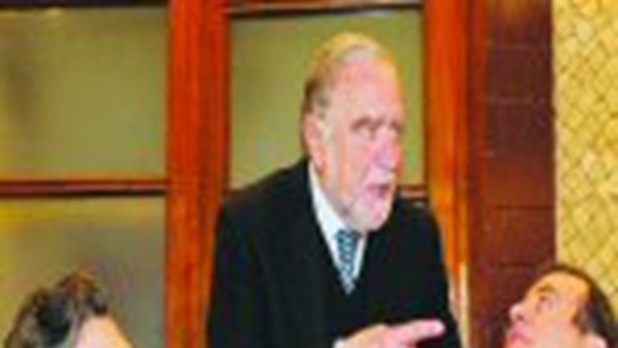 Manuel Alegre reuniu na Trindade cerca de 40 elementos da campanha num jantar de confraternização a que não faltaram os dois seguranças