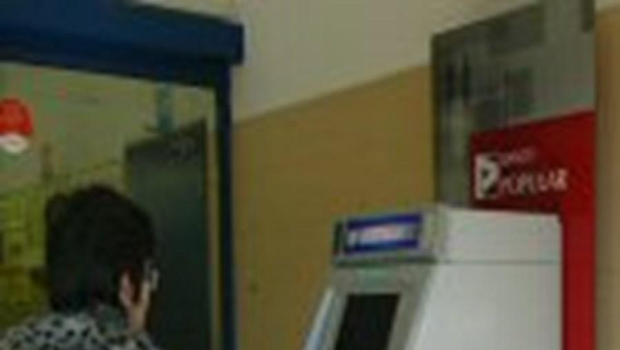 Funcionário ia abastecer caixa multibanco