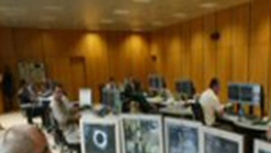 De dia trabalham 12 pessoas no Posto de Comando Central do Metro