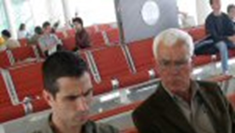 Pauleta deixou as férias em Maiorca após o AVC do pai (à direita)