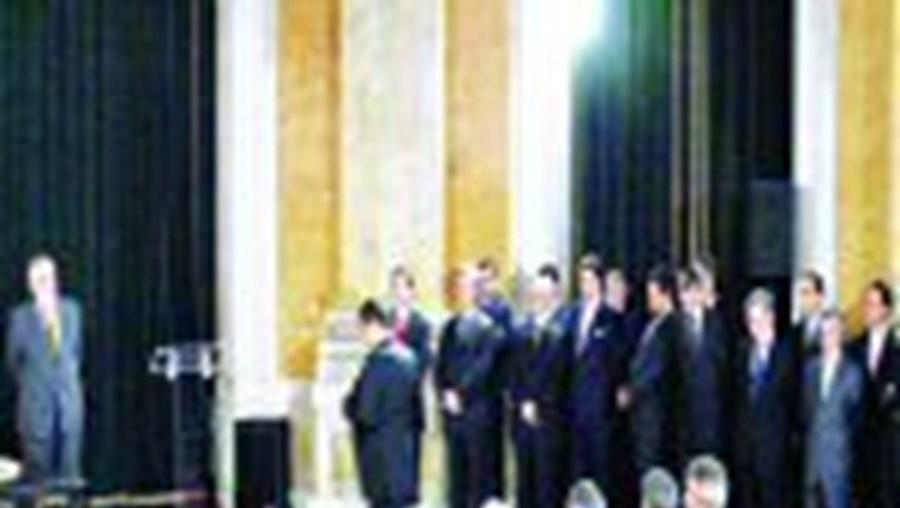 Seis secretários de Estado do Governo socialista omitiram nas declarações entregues no Tribunal Constitucional o valor do rendimento anual obtido em 2005