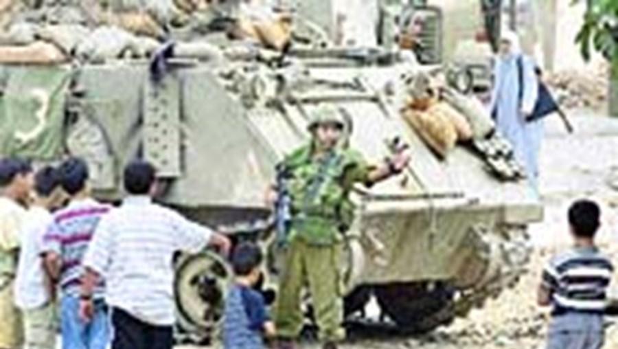 Tropas israelitas têm feito incursões diárias para deter terroristas