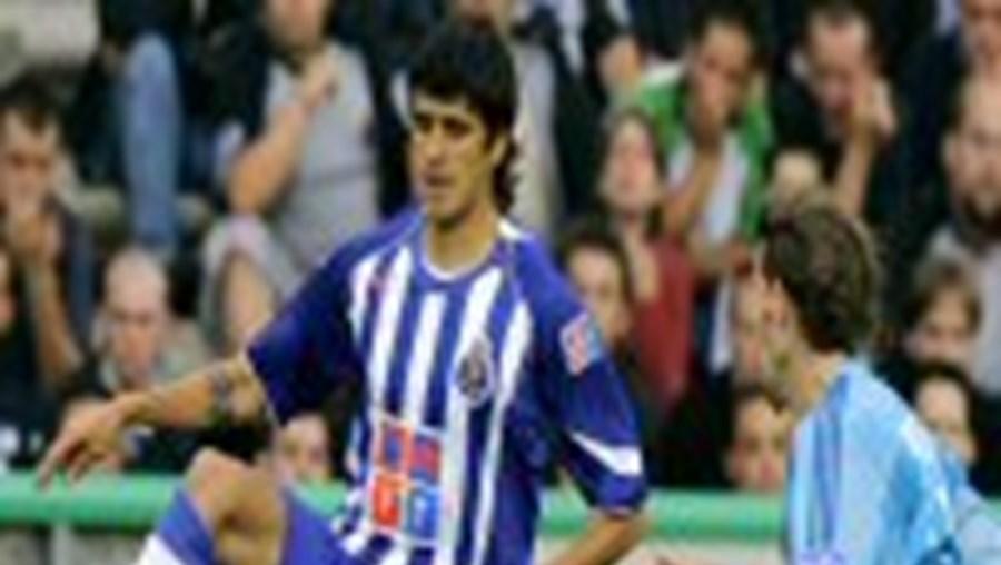 Lucho González é reforço portista para a partida com o Sporting