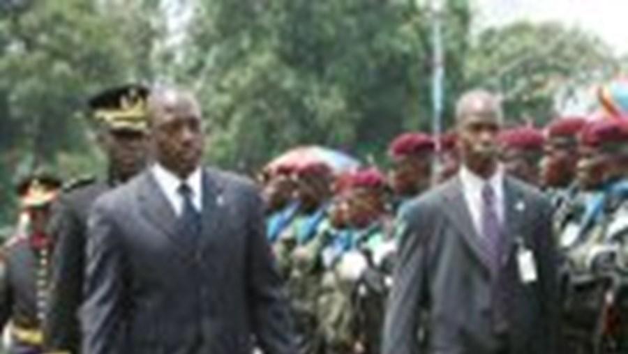 Kabila passa em revista as tropas após a investidura como Chefe de Estado da R. D. Congo