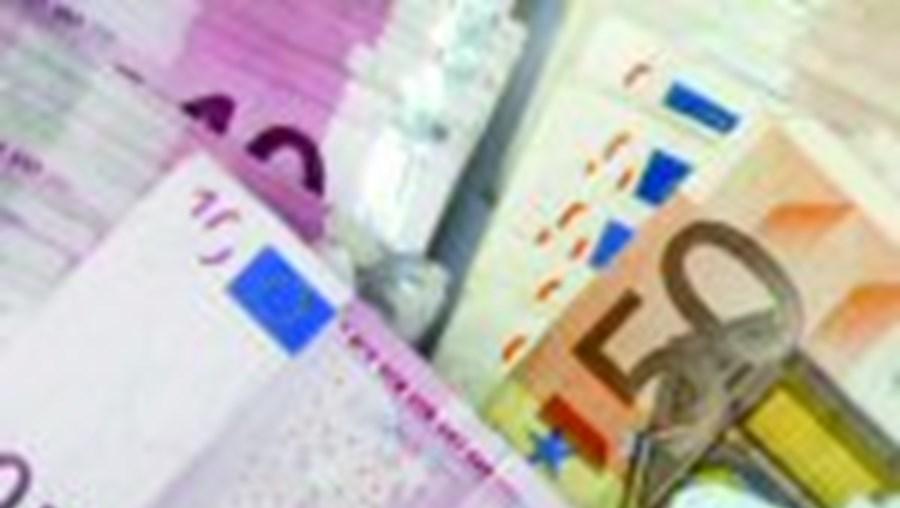Finanças perdoam IRS e IRC à banca