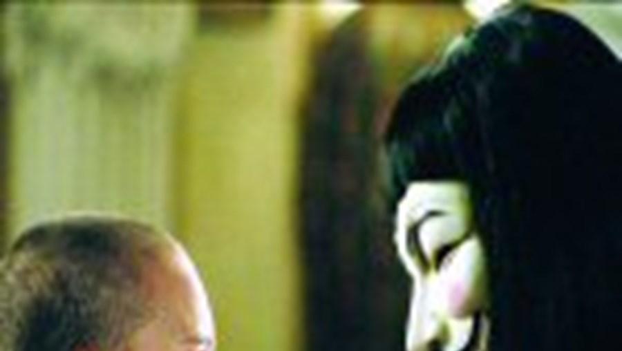 Natalie Portman rapou o cabelo para o filme, no qual tem um desempenho notável