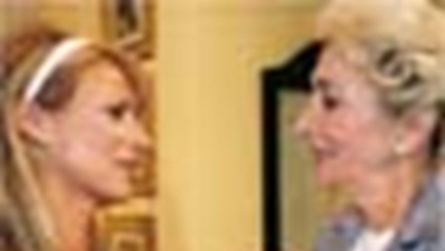 Ana é procurada por Lurdes, que lhe dá notícias surpreendentes