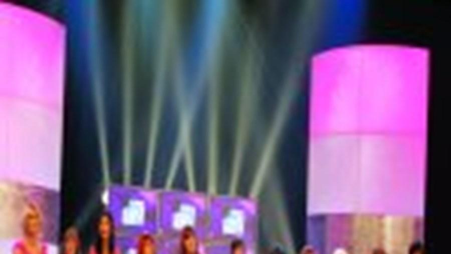 Concorrentes. Da esquerda para a direita, apresentamos-lhe o onze da 'Senhora Dona Lady': MARÍLIA (Jaime); JOSEFINA (José); GISELE (Sérgio); QUITÉRIA (António); SAMANTHA (Paulo); LOLA (Hélder); FILIPA (Filipe); JESSICA (Pedro); CAROL (Vítor); VALENTINA (Nu