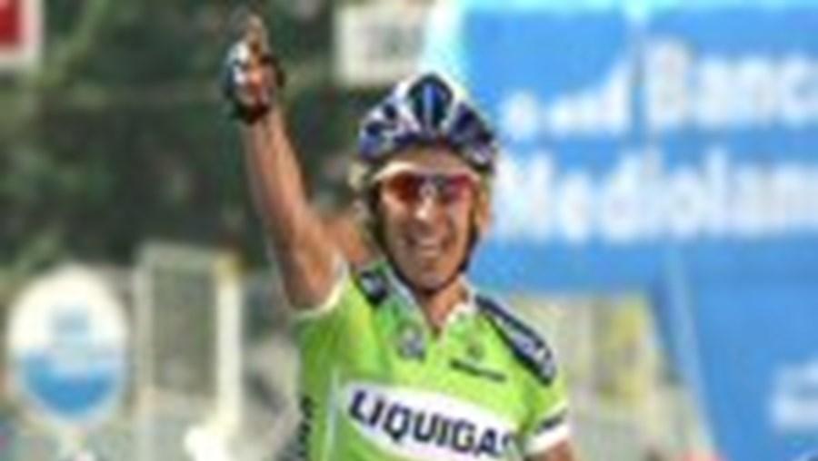 Pellizotti comemora o seu triunfo na 10.ª etapa