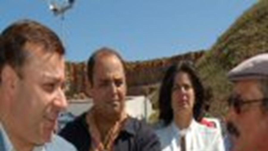Mendes Bota encontrou-se com dezenas de pescadores artesanais no Porto da Baleeira, em Sagres