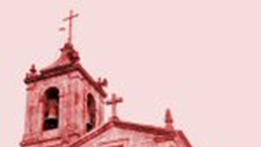 Paróquia em guerra por causa de um centro social