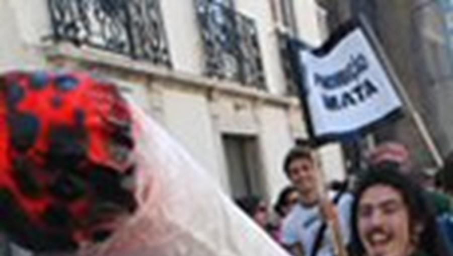 Na marcha entre o Largo do Rato e o Camões as centenas de participantes demonstraram que não lhes falta imaginação