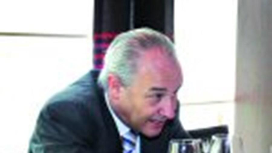 À entrada para um almoço com o líder laranja, Rui Rio disse que se Mendes perder 'é todo o PSD perde'
