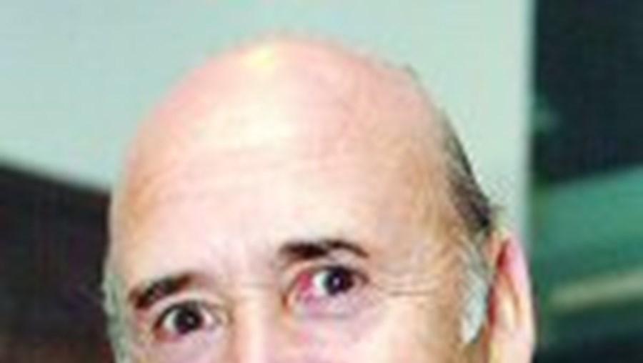 Sousa Cintra vende fábrica