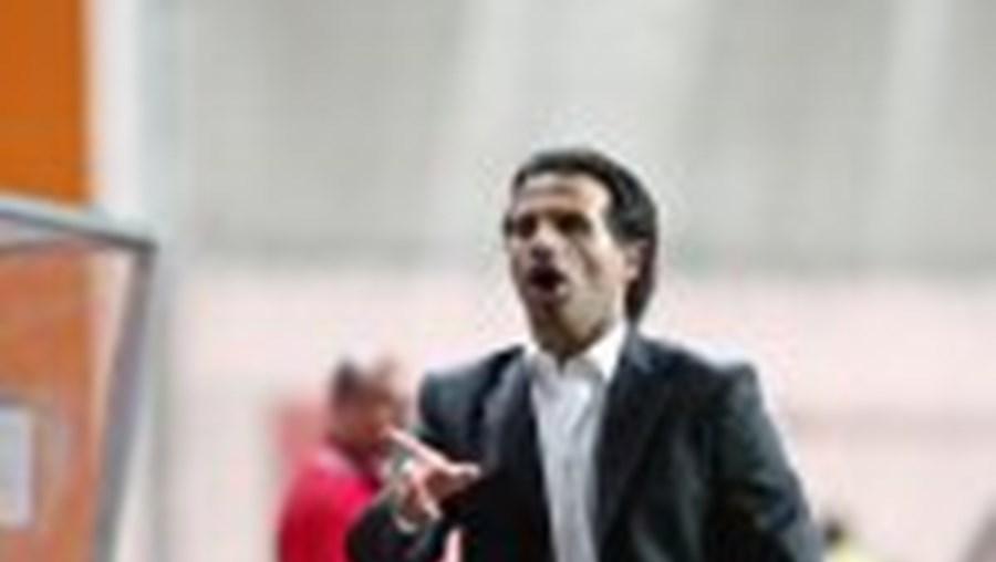 O técnico Paulo Duarte