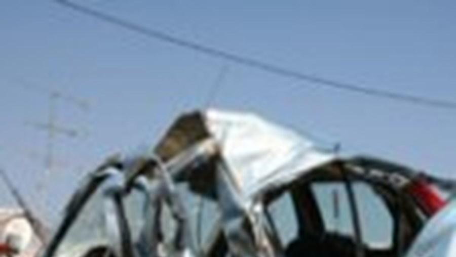 As duas viaturas ligeiras ficaram totalmente destruídas, testemunhando a força do embate verificado no IC27