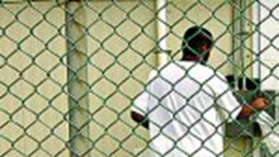 Um recluso em Guantanamo