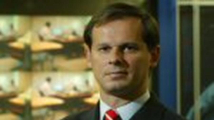 A administração reduziu a remuneração a José Rodrigues dos Santos, como assumiu em comunicado. O pivô em Outubro de 2004 recebeu 14 mil euros – noticiou o CM