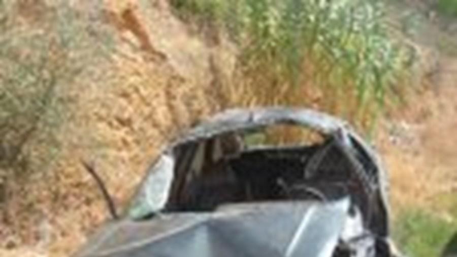 O Renault 21 onde seguiam os dois franceses ficou destruído