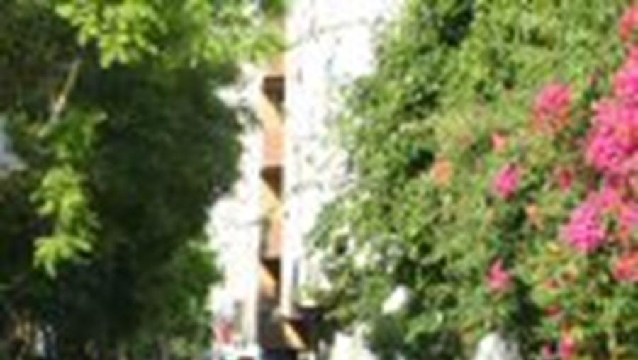 Faro trava carros nos passeios