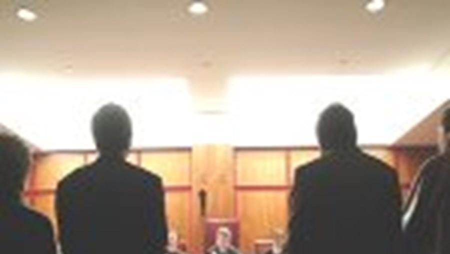 É no julgamento que o arguido tem de contrariar a acusação, recorda a magistrada