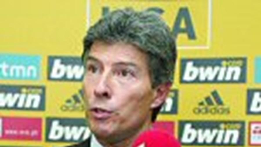 Vítor Pereira: 'Não há nenhum castigo, há um sistema de gestão de pessoas, como sucede nas equipas'