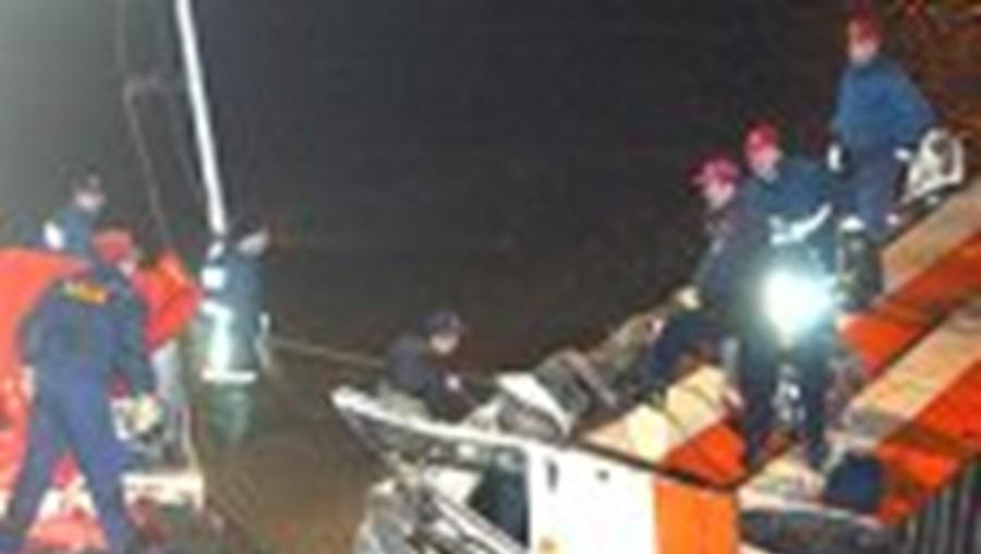 As equipas de socorro gregas levaram várias horas para conseguir encontrar as vítimas
