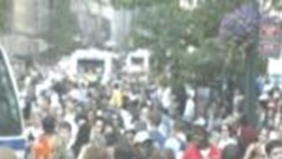 Milhares de pessoas voltaram hoje a encher as ruas de Nova Iorque