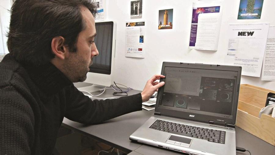 Penousal Machado mostra como funciona o programa informático